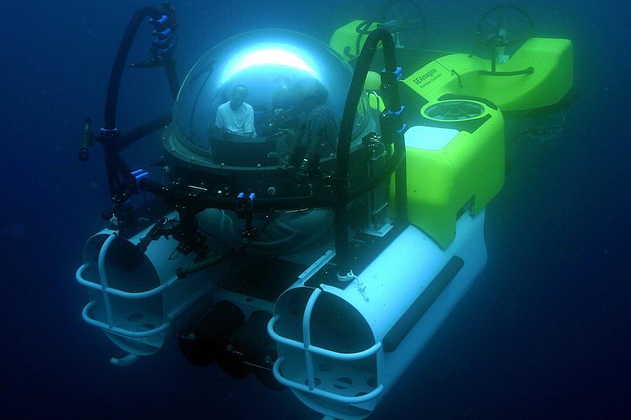 """Résultat de recherche d'images pour """"pression hublot sous marin"""""""